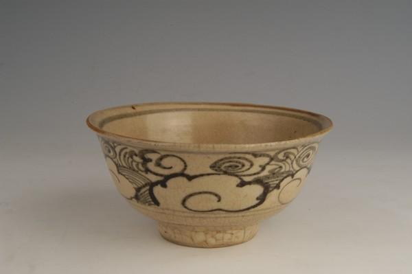 明青白釉瓷碗