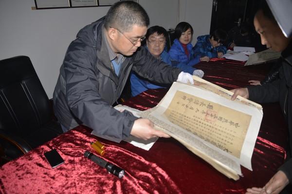 省文物鉴定站赴县博物馆开展文物鉴定工作
