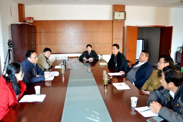 李兴陪同省农科院专家调研太湖县农业科技协同创新