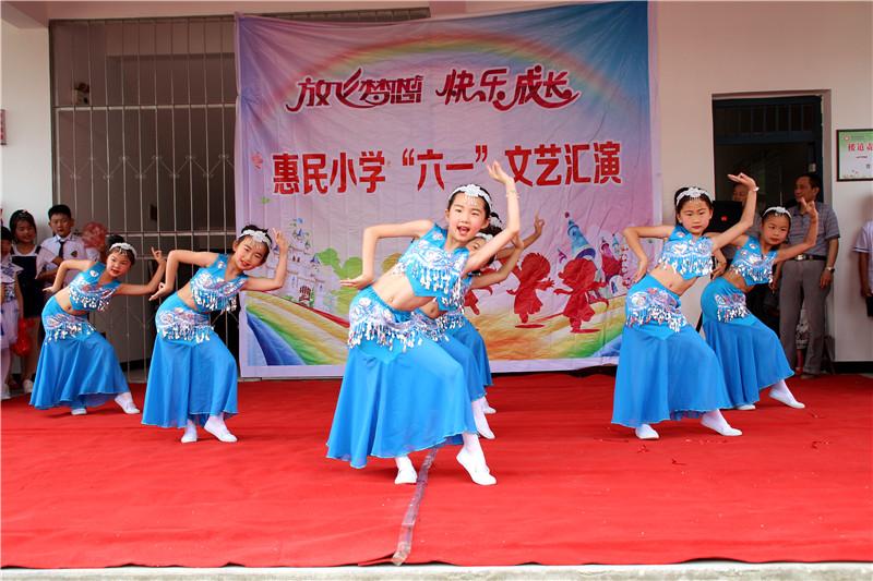 为庆祝六一国际儿童节,新仓镇多地小学,幼儿园举办欢庆六一文艺汇演