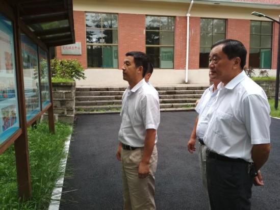 晋熙镇组织拟出列贫困村到岳西参观考察产业扶贫1.png