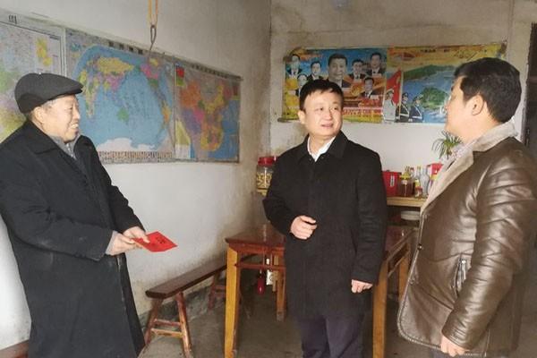 郜志华走访慰问帮扶户和困难党员