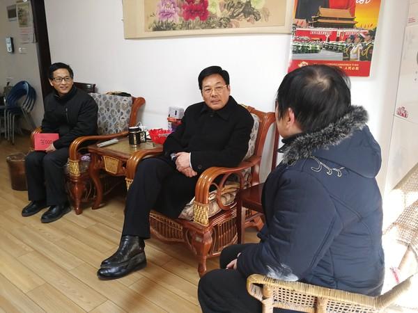 高斌慰问困难劳模吕新路.jpg