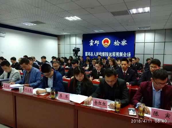 2.民主监督员和特约监督员前排就坐.jpg