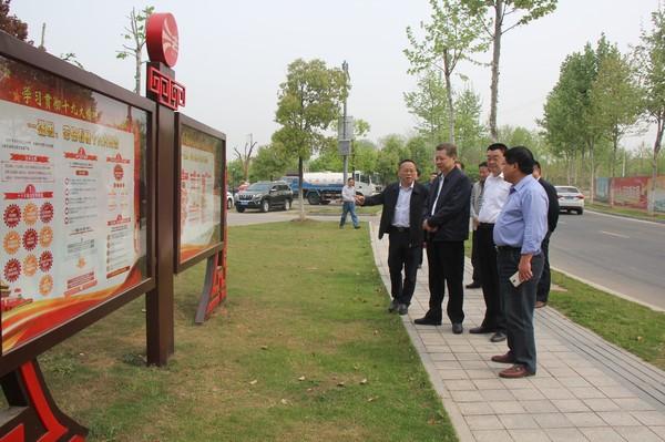 4月11日姜明厅长到金安区新河法治文化公园调研.JPG