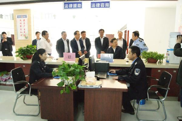 4月12日姜明厅长到霍山县公共法律服务中心调研.JPG