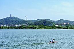 堰湾湖远眺