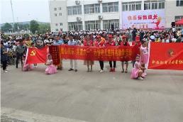 弘爱志愿者协会党支部联合桃花镇顺和小学开展为留守儿童捐书活动