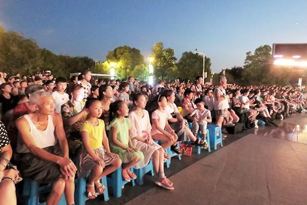 合肥市纪念改革开放40周年经典歌曲交响音乐会在古埂公园拉开演出大幕