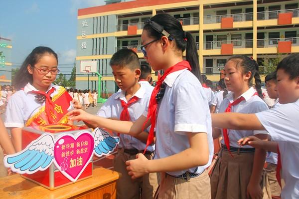 小庙中心学校开学典礼开展有序活泼