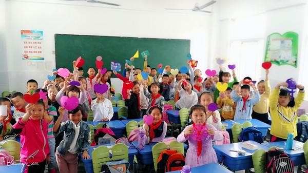 中心学校三(3)班:甜甜月饼话中秋