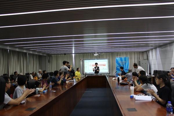 """1.""""汉字与中国古代文化""""讲座在掌声中开讲.jpg"""