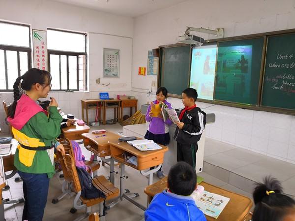 孙雯老师和学生互动对话表演_副本.jpg