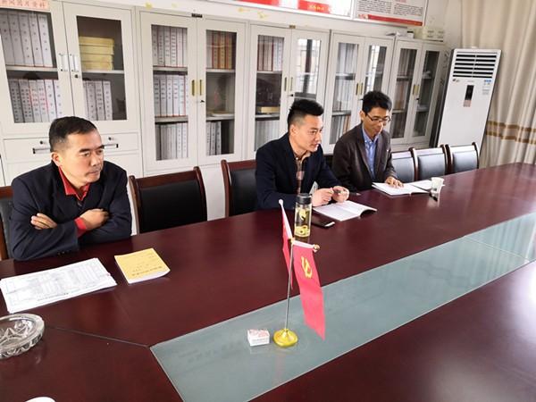 杨维副校长对明德小学学校工作作指导_副本.jpg