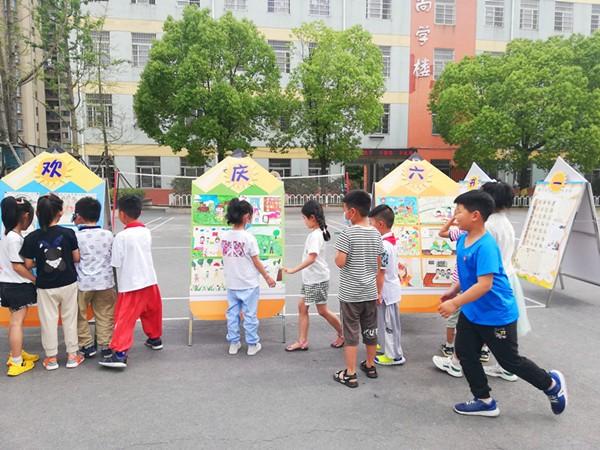 """小庙中心学校""""欢庆六一""""书画展有亮点"""