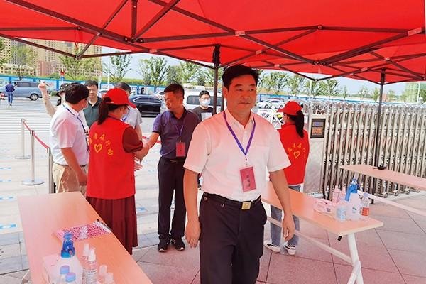 县教体局:组织党员开展志愿服务助力高考