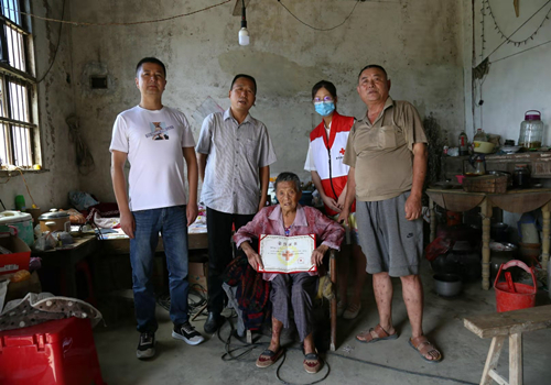"""让生命留下""""最后馈赠"""" 八旬农村老太志愿捐献遗体,也为了却老伴心愿"""