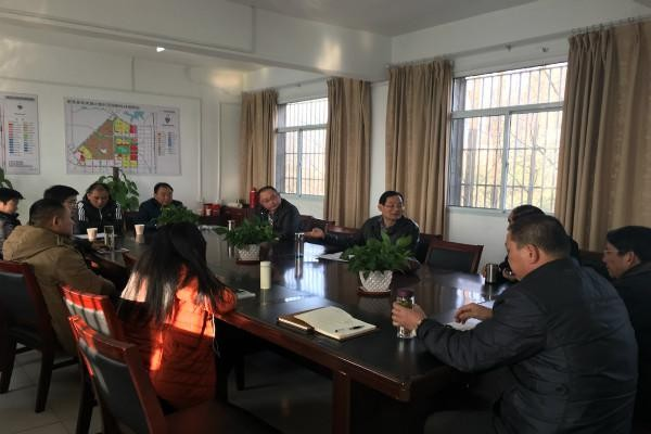 花岗镇政协联络组组织委员为困难群众送温暖