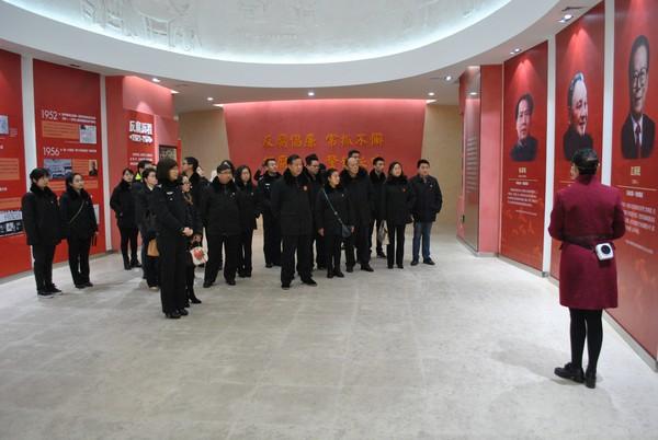 2、青阳法院干警参观省党风廉政教育基地1.jpg