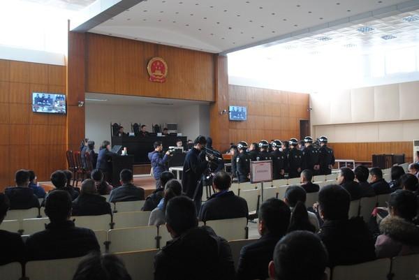 5组织广大公职人员观看涉恶势力团伙犯罪案件庭审.jpg