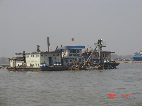 施工中的挖泥船.JPG