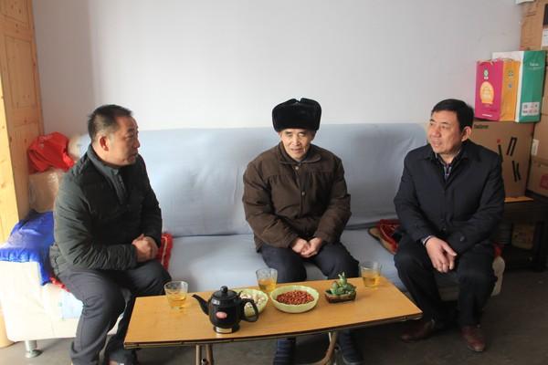 市交通运输局领导春节前慰问我司困难党员、老党员