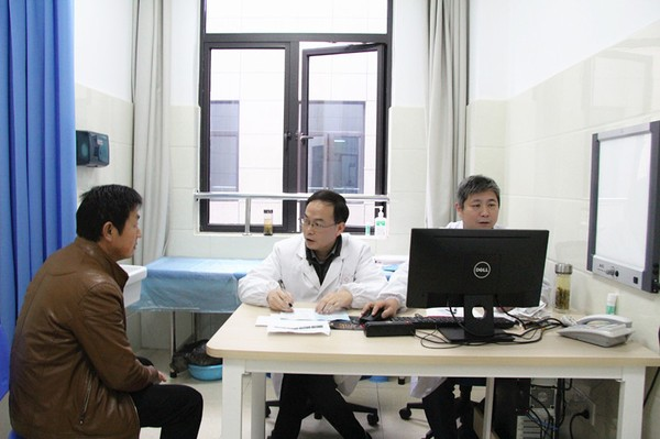 刘书记专家门诊.jpg
