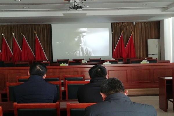 南岗镇组织观看电教片《离开雷锋的日子》